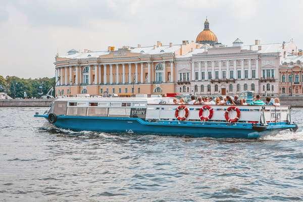 Водные экскурсии по реке Нева и каналам Санкт-Петербурга